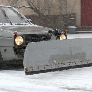 Klaipėdoje mokyklos ūkvedys sukonstravo neįtikėtiną sniego valymo automobilį