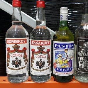 Policija aptiko 90 tūkst. litrų, manoma, falsifikuotų alkoholio produktų