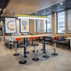 """Vilniuje atidarytas naujas """"McDonald's"""" restoranas – maistą pristatys ir į namus"""