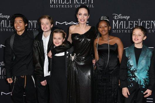 Angelina Jolie ir vaikai (nuotr. Vida Press)