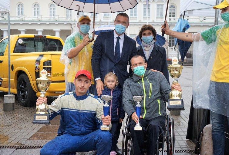 """Algimanto Kojo ir Vytauto Barecko ekipažas jau ketvirtą kartą iš eilės tapo ralio """"Aplink Lietuvą"""" žmonių su negalia klasės nugalėtoju. Aldonos Milieškienės nuotr."""