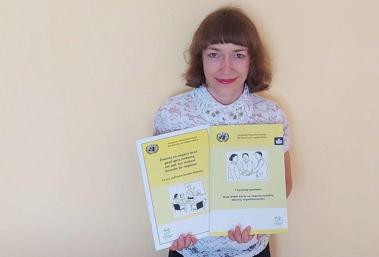 Kristina Dūdonytė parengė du informacinius leidinius lengvai suprantama kalba. Asmeninio archyvo nuotr.