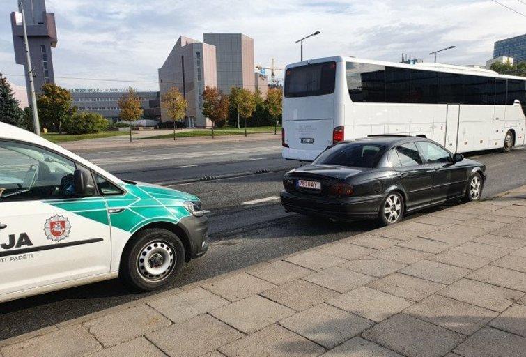 """Vilniuje – """"Jeguar"""" gaudynės: vairuotoją vaikėsi 7 policijos ekipažai (nuotr. Broniaus Jablonsko)"""