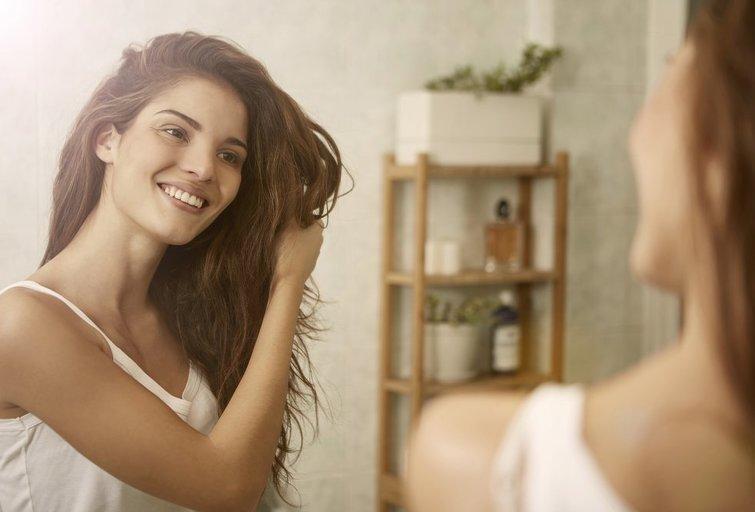 Plaukų priežiūra (nuotr. Shutterstock.com)