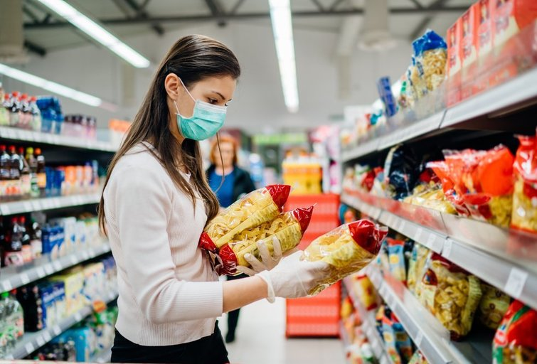 Moteris parduotuvėje, asociatyvi nuotrauka  (nuotr. Shutterstock.com)