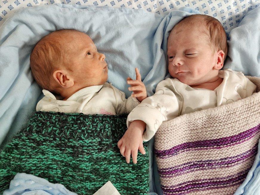 Dvynukai į pasaulį pasibeldė anksčiau laiko