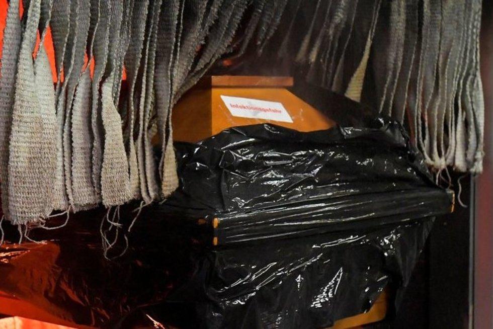 Covid-19 aukos sudeginimas krematoriume (nuotr. SCANPIX)