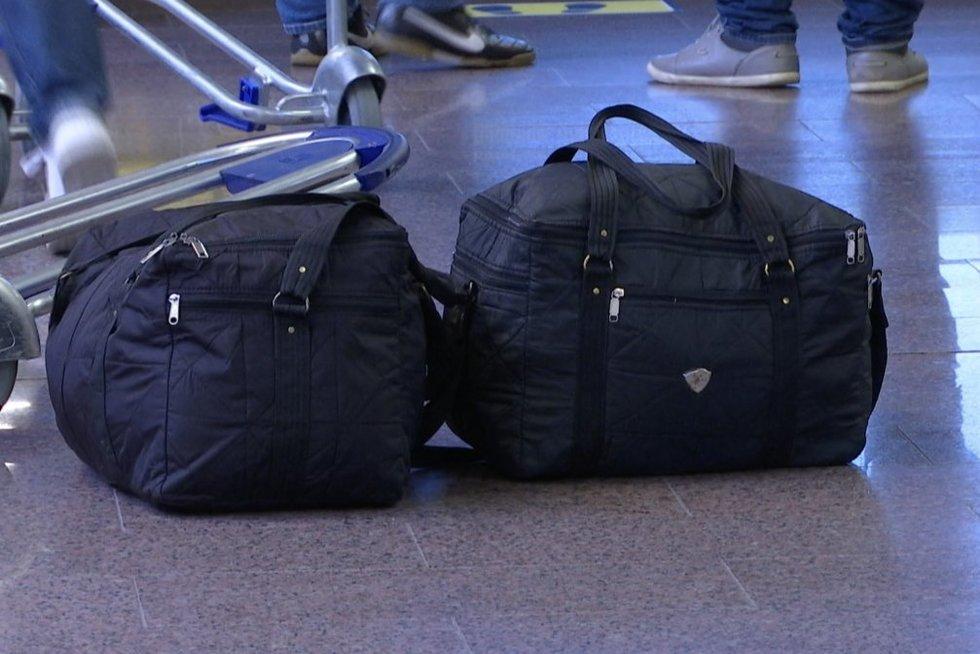 Vilniaus oro muitininkai to nematė per savo visą karjerą: rankiniame bagaže – kontrabandu už 150 tūkst. eurų (nuotr. stop kadras)