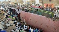 Pakistane susidūrė du traukiniai, yra žuvusių (nuotr. SCANPIX)