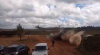 """""""Zapad"""" sraigtasparnis paleido raketą į žmonių sankaupą: yra sunkiai sužeistų (nuotr. YouTube)"""