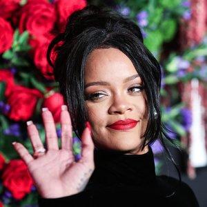 33-ejų atlikėja Rihanna nustebino gerbėjus: drąsiai pozavo be liemenėlės