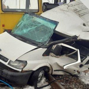 Kėdainių rajone susidūrė traukinys ir automobilis