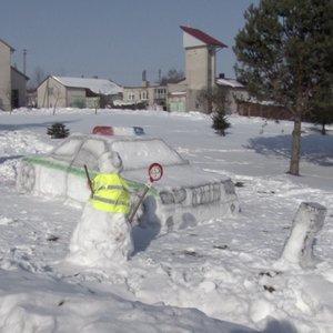 Ramygaloje – tikras šedevras: išdygo policijos postas su trikoju iš sniego