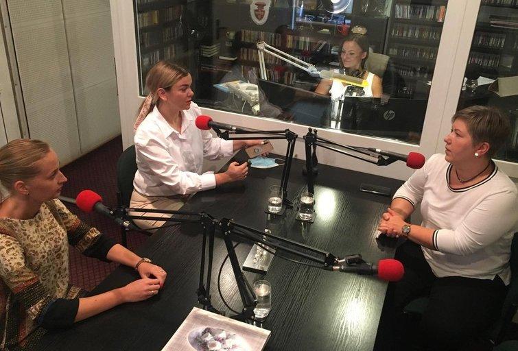 """Prieš filmo """"Nematomosios"""" seansą – pokalbis apie jį radijo stoties """"FM99"""" studijoje. (nuotr. asm. archyvo)"""
