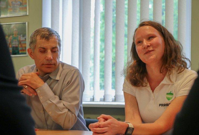 Kelialapį į paralimpines žaidynes turinti maratonininkė Aušra Garunkšnytė su treneriu Linu Balsiu. LPAK archyvo nuotr.