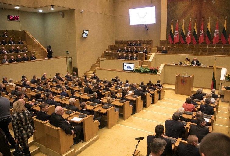 Naujasis Seimas pirmadienį pradėjo savo pirmą posėdį (nuotr. Tv3.lt/Ruslano Kondratjevo)