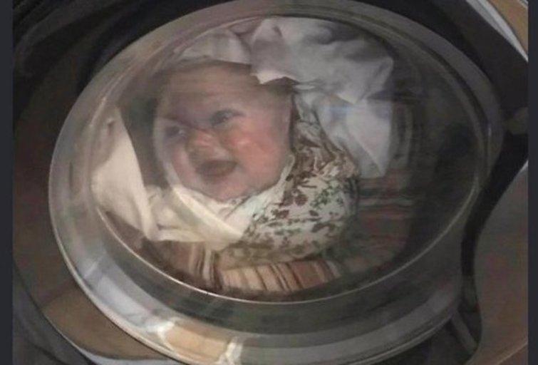 Reginys skalbimo mašinoje išgąsdino vyrą (nuotr. imgur.com)