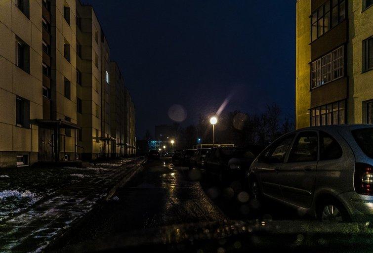 Panevėžio valdžia pripažįsta: gimnazisto nužudymo vietoje apšvietimas – prastas (G. Balčiūno nuotr.)