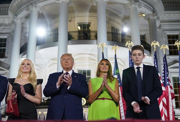 Donaldas, Melania ir Barronas Trumpai (nuotr. Scanpix)