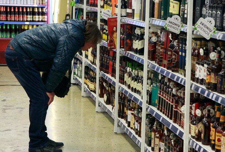 Alkoholis parduotuvėse (nuotr. Tv3.lt/Ruslano Kondratjevo)