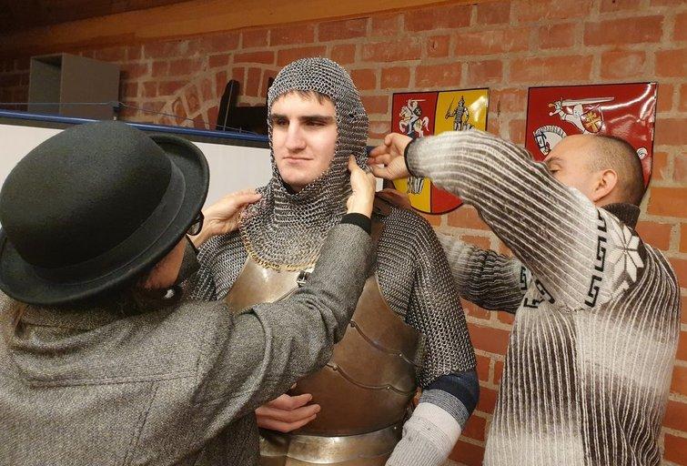 """Trakų istorijos muziejus parengė edukacinę programą neregiams ir silpnaregiams """"Regiu Trakų pilį"""". Linos Puodžiūnienės nuotr."""