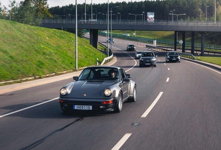"""Vilniaus gatvėse – žymiausių planetos dainininkų """"Porsche"""" (nuotr. asm. archyvo)"""