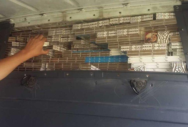 Kontrabandai pervežti fantazijos nestokojo – pasitelkė slėptuvę ant ratų (nuotr. Policijos)