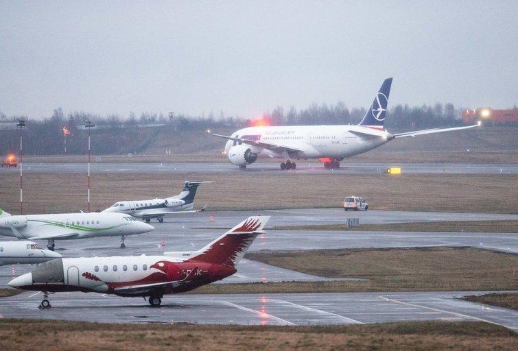 Lėktuvas oro uoste (nuotr. Fotodiena/Justino Auškelio)
