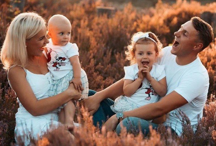 Šiandien dvi dukras auginanti pora džiaugiasi sukūrusi tvirtą šeimą ir kasdien nuoširdžiai puoselėja juos sujungusį jausmą (nuotr. asm. archyvo)