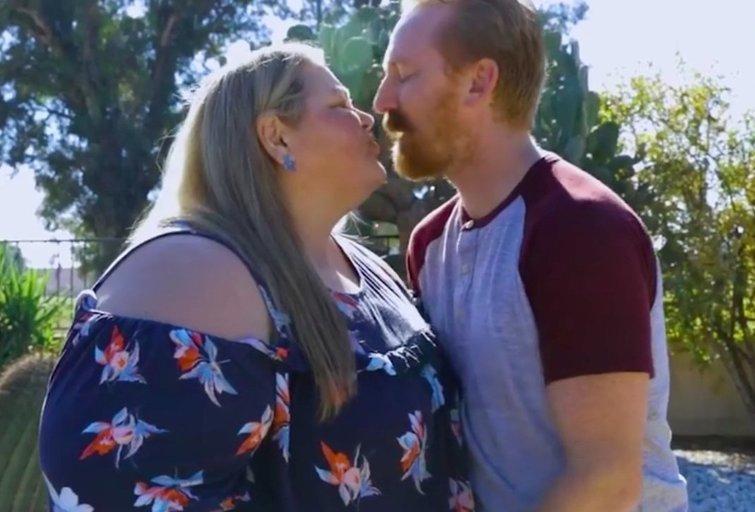 """83 kg vyras vedė 188 kg sveriančią moterį: """"Svorio skirtumas – nėra mūsų fetišas"""" (nuotr. stop kadras)"""