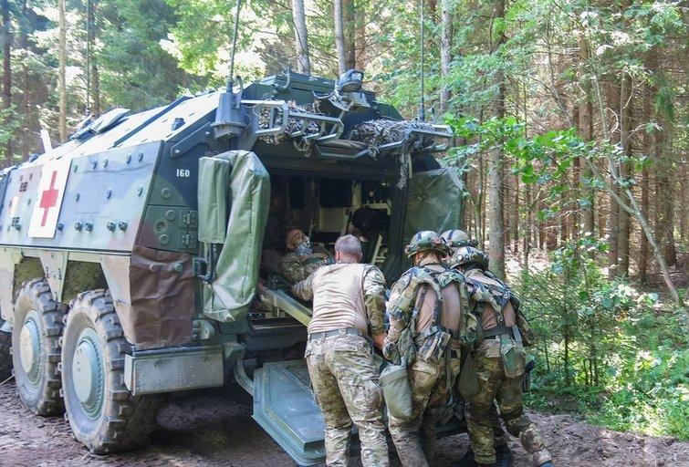 Karinės pratybos ( nuotr. autorių)