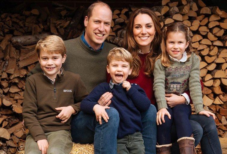 Kate Middleton ir princas Williamas su vaikais (nuotr. SCANPIX)