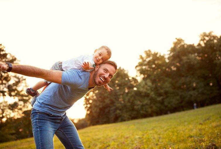 Tėtis ir sūnus (asociatyvi nuotrauka) (nuotr. shutterstock.com)