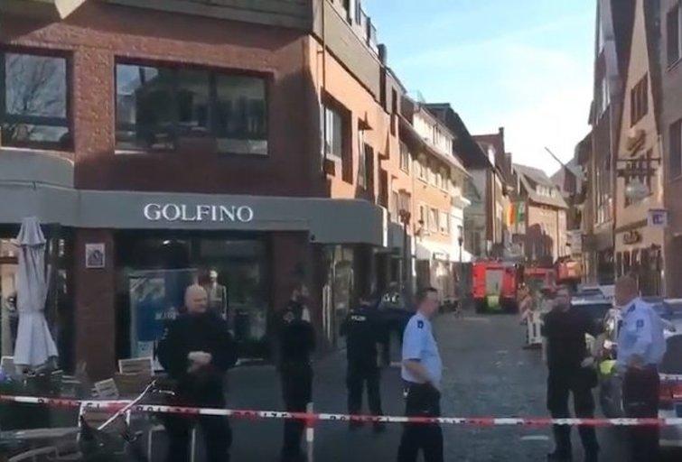 Vokietijoje automobilis traiškė žmones (nuotr. Twitter)