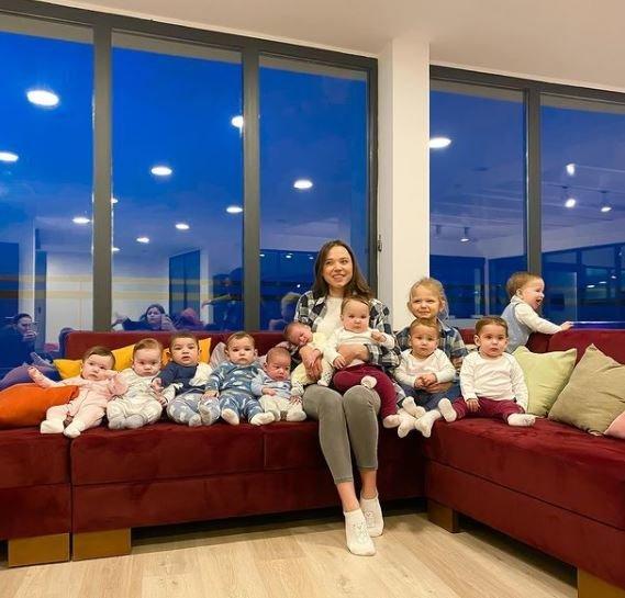 11 vaikų auginanti mama neplanuoja sustoti – ji sako, kad nori mažiausiai 100 vaikų