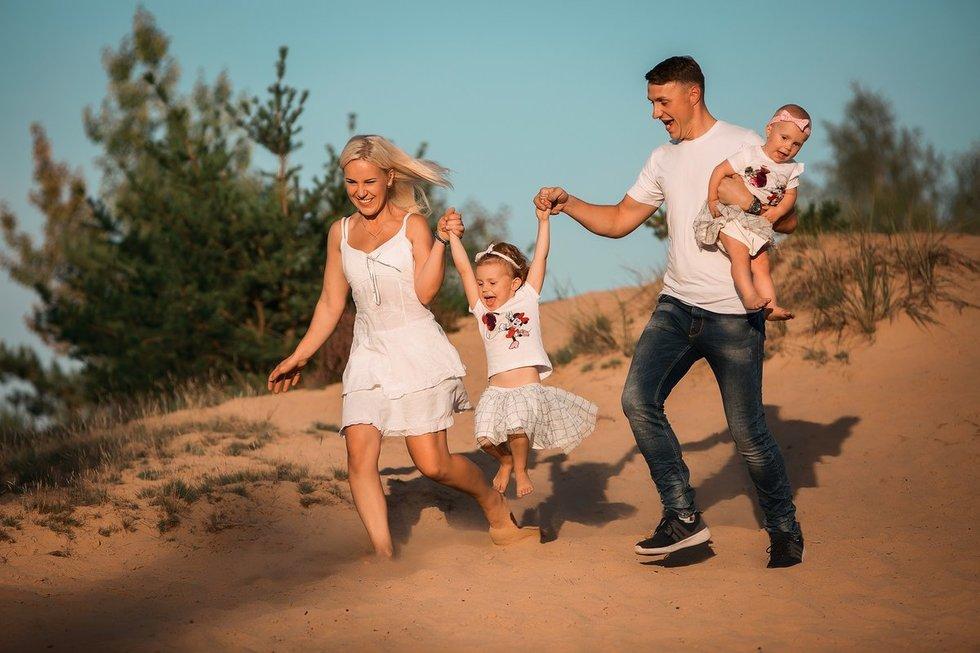 Šiandien dvi dukras auginanti pora džiaugiasi sukūrusi tvirtą šeimą ir kasdien nuoširdžiai puoselėja juos sujungusį jausmą
