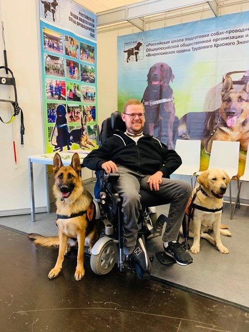Šunys gali būti puikūs negalią turinčių žmonių asistentai.