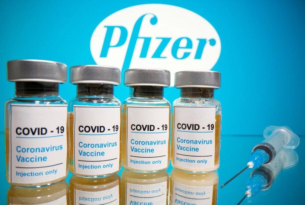 Išgelbės vakcina? Žadamas 90 proc. efektyvumas užbaigtų pandemiją
