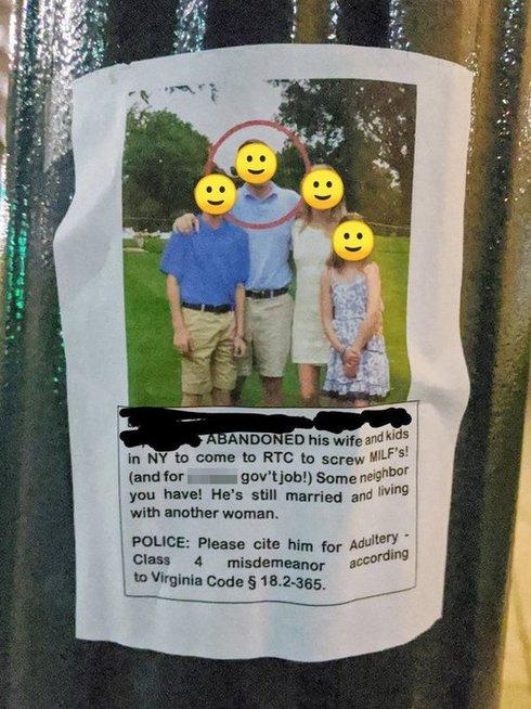 Keršydama moteris pakabino šiuos plakatus savo mieste (nuotr. Reddit)
