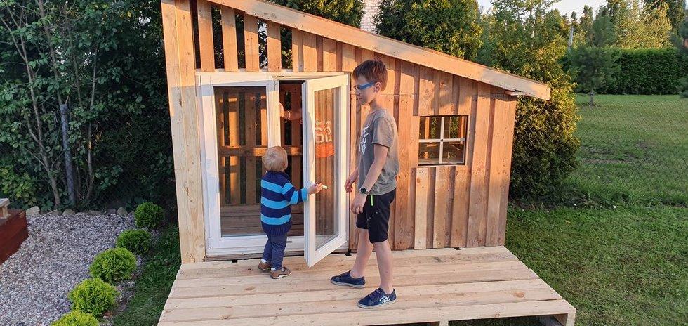 Namelį sūnui mažeikietis pastatė per savaitę (nuotr. asm. archyvo)
