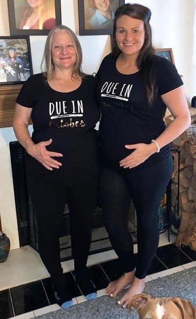 Dukra ir mama laukėsi vienu metu ir dalijosi patirtimi