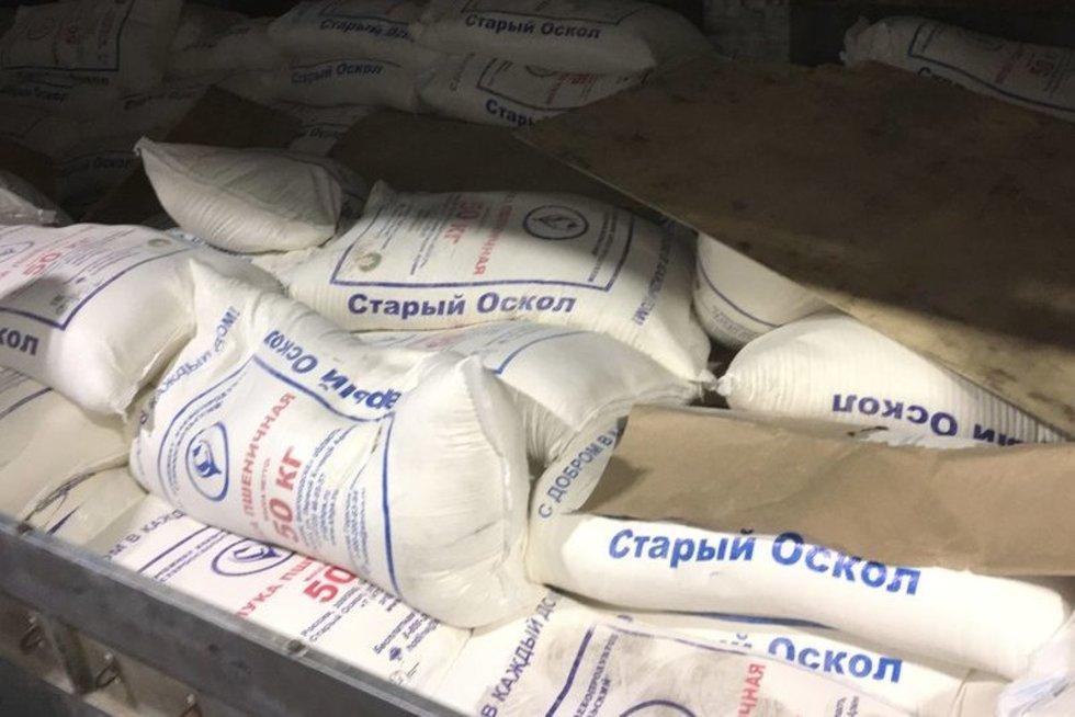 Šalčininkuose sulaikytas į Kaliningradą kontrabandą vežęs vilkikas: cigaretes slėpė po miltais