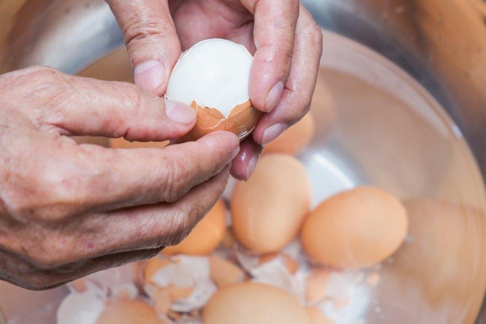 Kiaušinio lupimas  (nuotr. Shutterstock.com)