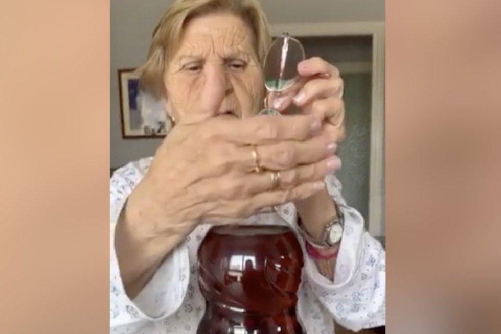 Močiutė (nuotr. stop kadras)