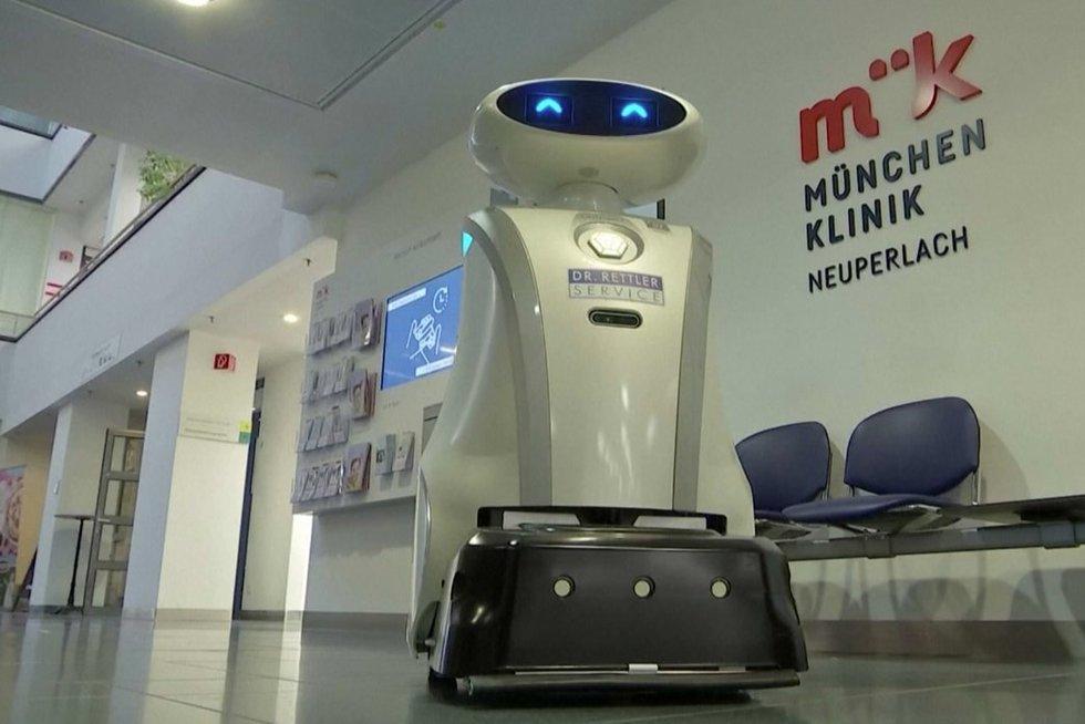 Vokietijos ligoninę jau pasitelkė naujovę: nudirbti darbus padeda žavi robotė (nuotr. stop kadras)