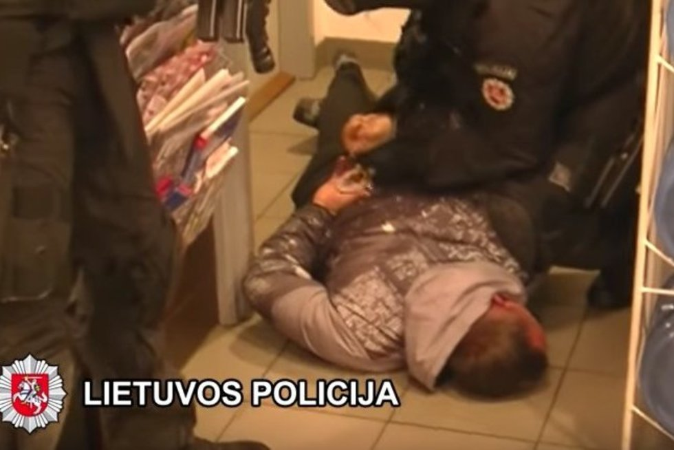 """Pasitelkus """"ARO"""" pareigūnus Klaipėdoje sulaikytas mačete ginkluotas turto prievartautojas (nuotr. Policijos)"""
