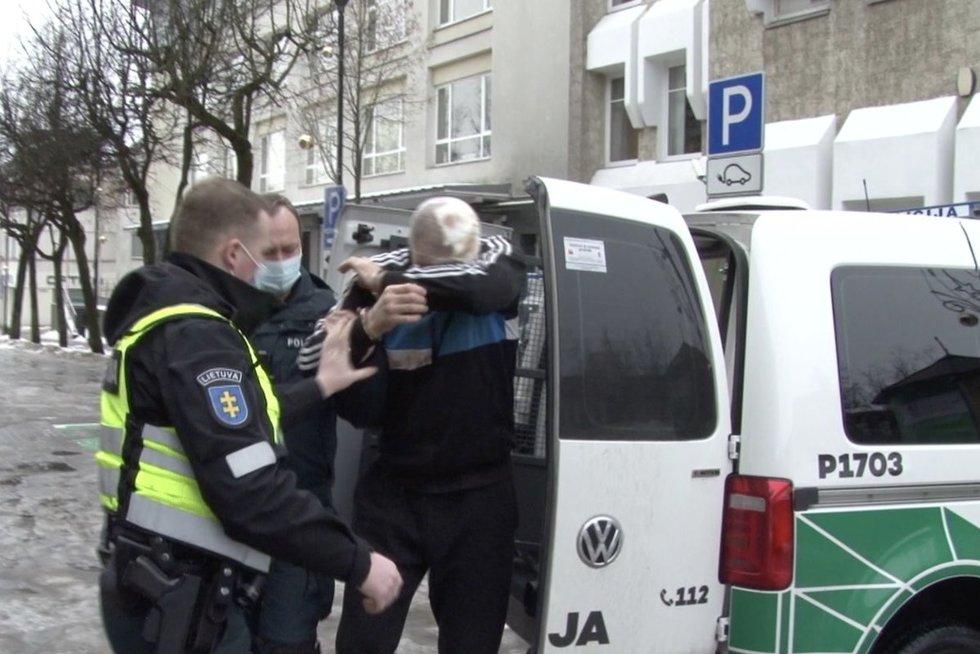 Panevėžyje – įtemptos gaudynės: bėglys pasiteisino, kodėl taranavo policiją ir spruko nestodamas (nuotr. stop kadras)