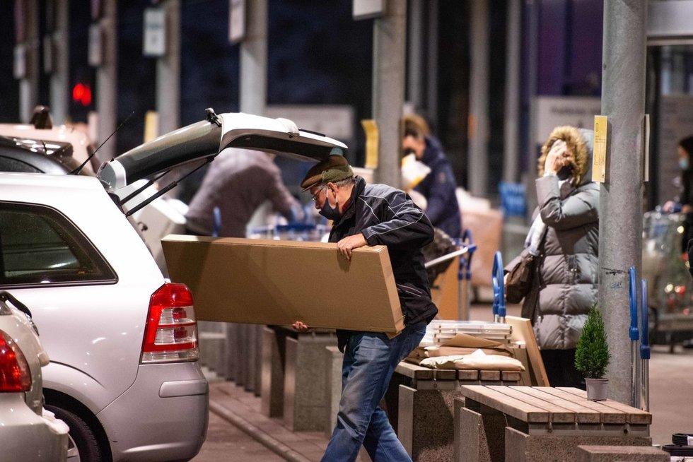 Pirkėjų minios prekybos vietose (nuotr. Fotodiena/Justino Auškelio)