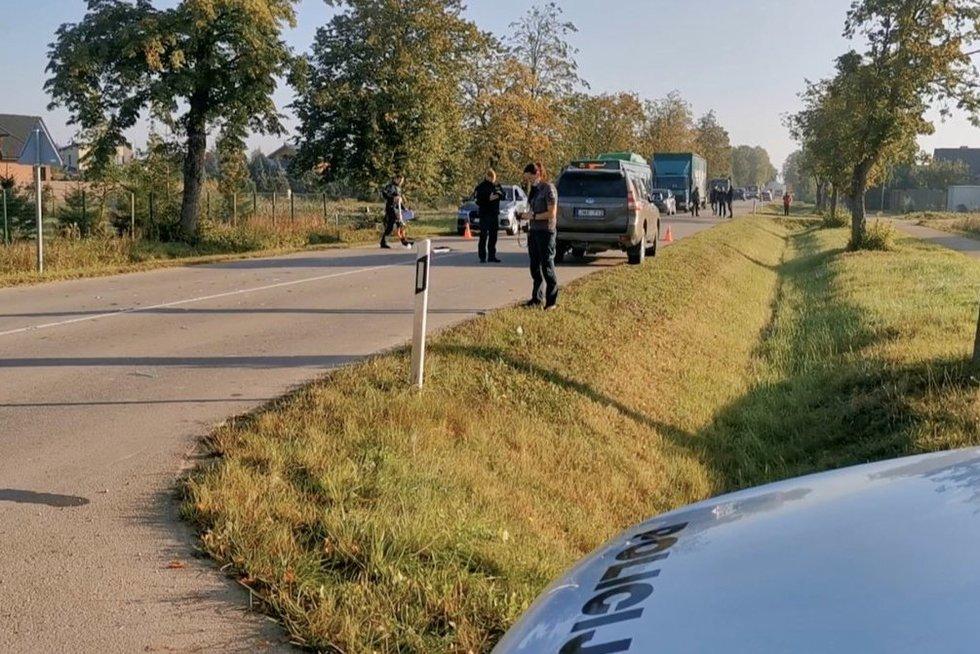 Bendruomenė ir vairuotojas sukrėsti dėl 14-mečio mirties – seniai kovojo dėl perėjos (nuotr. stop kadras)