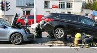 Masinė avarija Vilniuje: vienas automobilis užskrido ant kito nuotr. Broniaus Jablonsko